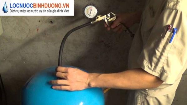 Cách bơm bình áp máy lọc nước và xử lý khi bình áp đầy nước